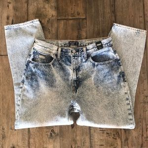 Abercrombie & Fitch high rise mom jeans acid wash